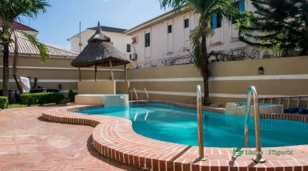 Relax in this well maintained pool!
